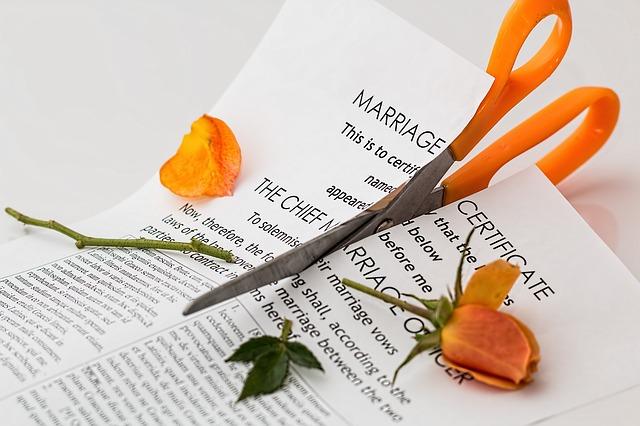 借金苦で離婚しないために