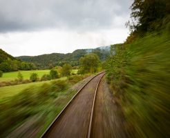 train-1715328_640