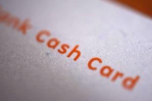 銀行口座のキャッシュカードでお金を借りる方法