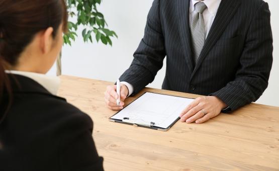 配偶者貸付が利用できる金融機関に申込みをする